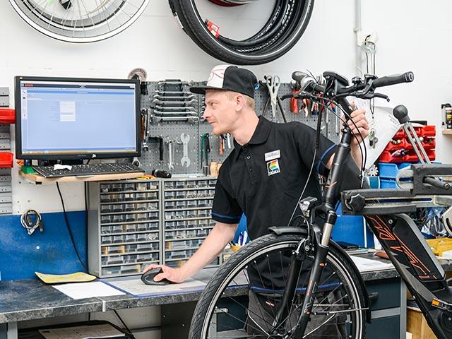 Alle E-Bikes können in unserer Werkstatt gewartet und repariert werden